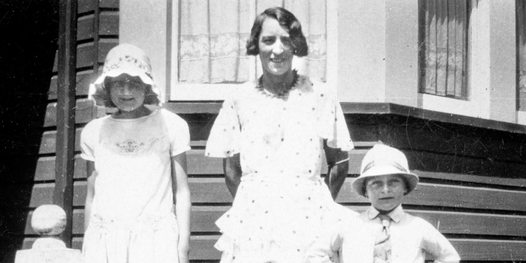 Photo of Ruby Norma Randall (Johnston) with her children Myee and Ross at Griffith in the early 1930s